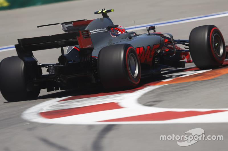 Porém, havia alguns velhos problemas a serem solucionados. Grosjean seguiu se desentendendo com os freios de seu carro, o que é uma situação recorrente desde o ano passado.