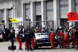 Pit stop, #5 Phoenix Racing, Audi R8 LMS: Mike Rockenfeller, Nicolay Møller Madsen, Dennis Busch