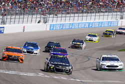 Jimmie Johnson, Hendrick Motorsports Chevrolet, Kevin Harvick, Stewart-Haas Racing Ford