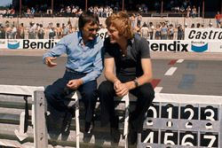 Bernie Ecclestone, eigenaar Brabham met Max Mosley, March Engineering team manager