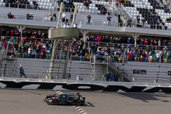Checkered flag for #10 Wayne Taylor Racing Cadillac DPi: Ricky Taylor, Jordan Taylor, Max Angelelli, Jeff Gordon