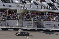 Checkered flag for #10 Wayne Taylor Racing Cadillac DPi: Ricky Taylor, Jordan Taylor, Max Angelelli,