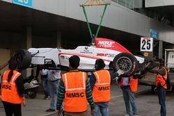 Автомобиль Мика Шумахера после аварии
