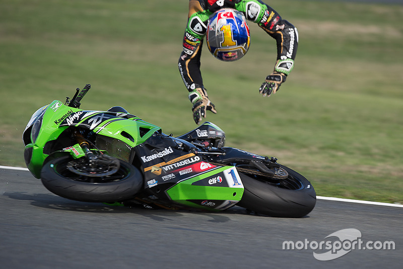 1. Kenan Sofuoglu, Kawasaki Puccetti Racing crash
