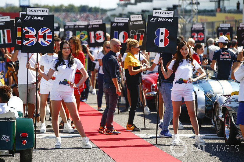 Grid Girls at the drivers parade