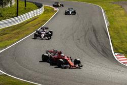 Sebastian Vettel, Ferrari SF70H, Esteban Ocon, Sahara Force India F1 VJM10