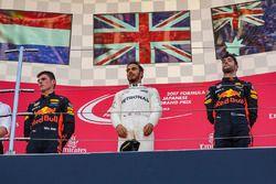 Race winner Max Verstappen, Red Bull Racing Lewis Hamilton, Mercedes AMG F1 and Daniel Ricciardo, Re