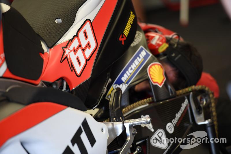 moto de Ducati con el número de Nicky Hayden