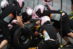 Sahara Force India mechanics