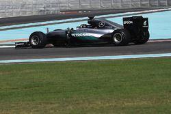 Pascal Wehrlein, Mercedes AMG F1 2017 lastiklerini test ediyor
