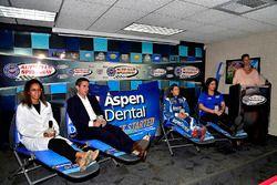 Dr. Vincent, Chad Seigler, Danica Patrick, Stewart-Haas Racing, Michelle Vaeth, y Jamie Little