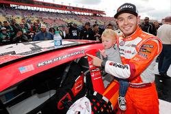 1. Kyle Larson, Chip Ganassi Racing, Chevrolet, mit Sohn Owen