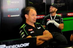 Tom Sykes, Kawasaki Racing después del choque