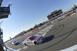Ryan Blaney, Wood Brothers Racing Ford takes the checkered flag