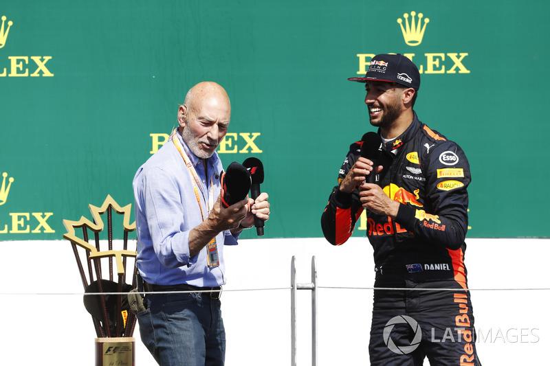 El actor Sir Patrick Stewart estuvo presente en el Gran Premio de Canadá y le tocó hacer las entrevistas del podio. Allí estaba Ricciardo y sí...