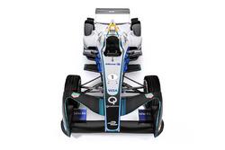 Una Formula E con i logotipi Allianz