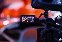 Une caméra filme la McLaren MCL32