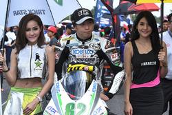 Ayumu Tanaka with lovely grid girls