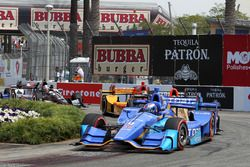 Scott Dixon, Chip Ganassi Racing Honda takes lead after first lap indident