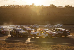 David Reynolds, Erebus Motorsport Holden, Scott McLaughlin, Team Penske Ford, Shane van Gisbergen, Triple Eight Race Engineering Holden crash