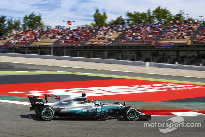Valtteri Bottas também cometeu um pequeno erro na última volta rápida e vai abrir a segunda fila.