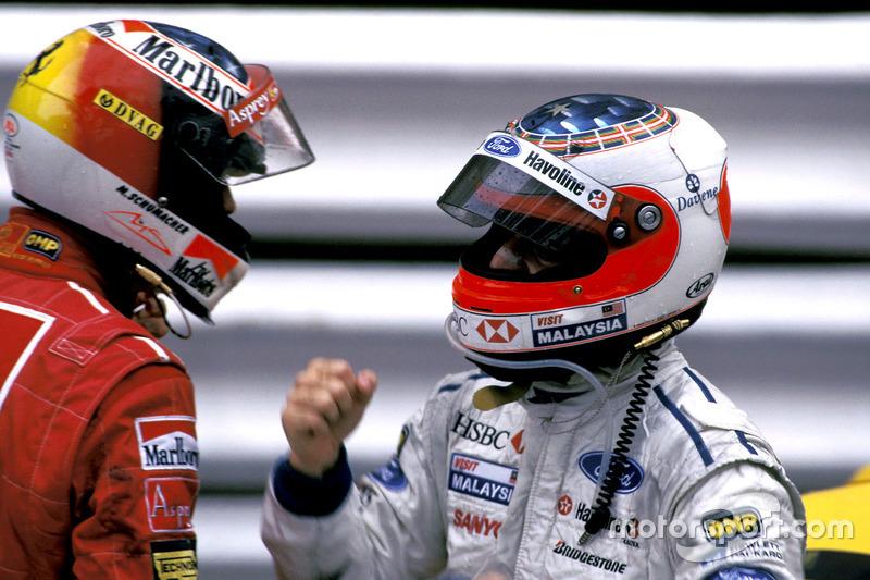 A chuva apareceu pouco antes do início do GP de Mônaco de 1997 e as Williams de Frentzen e Villeneuve largaram de pneus slicks, apostando que a pista secaria, o que se mostrou errado.