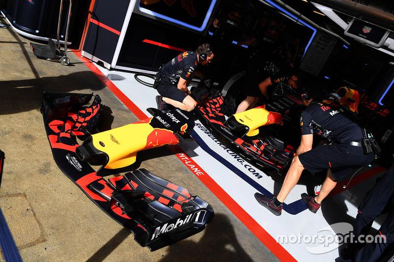 Носовой обтекатель и переднее антикрыло Red Bull Racing RB13