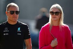 Valtteri Bottas, Mercedes AMG F1, mit Ehefrau Emilia