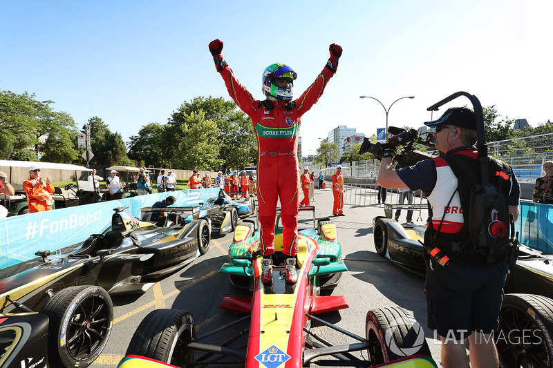 Lucas di Grassi, ABT Schaeffler Audi Sport, galibiyeti kutluyor
