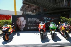 Nicky Hayden tribute with all bikes