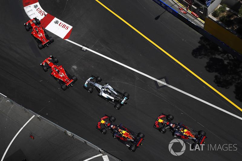 Arrancada: Kimi Raikkonen, Ferrari SF70H, Sebastian Vettel, Ferrari SF70H, Valtteri Bottas, Mercedes AMG F1 W08