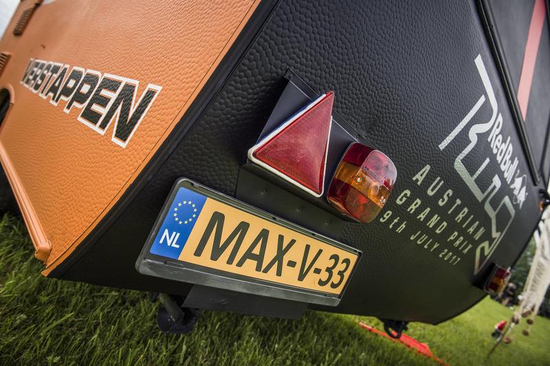 La caravana del Red Bull de Max Verstappen