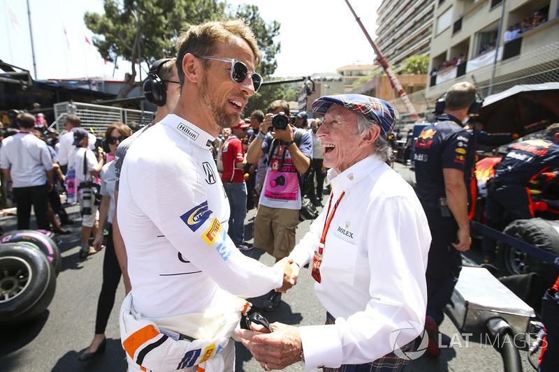 Dois ex-pilotos opinaram: enquanto Jackie Stewart vê parcela de responsabilidade de Hamilton no caso, Jenson Button acredita que o assunto deveria ser encerrado.