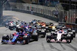 Carlos Sainz Jr., Scuderia Toro Rosso STR12, Sergio Perez, Sahara Force India F1 VJM10, Romain Grosjean, Haas F1 Team VF-17, Kevin Magnussen, Haas F1 Team VF-17