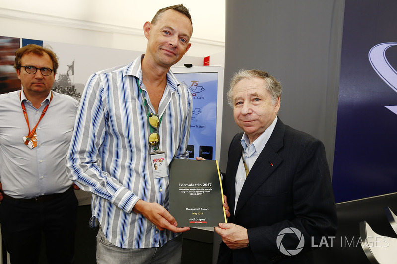 Charles Bradley, Motorsport.com Editor in Chief and Jean Todt, President, FIA with the Global Fan Su