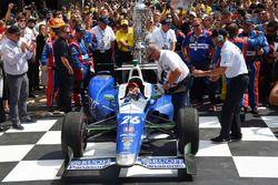 Победитель Такума Сато, Andretti Autosport Honda