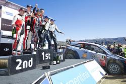 Winnaars Thierry Neuville, Nicolas Gilsoul, Hyundai Motorsport, tweede plaats Elfyn Evans, Daniel Ba