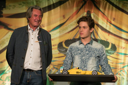 3. Felipe Drugovich, Van Amersfoort Racing mit Hermann Tomczyk, ADAC-Sportpräsident