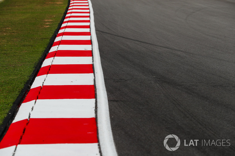 Track and kerb detail