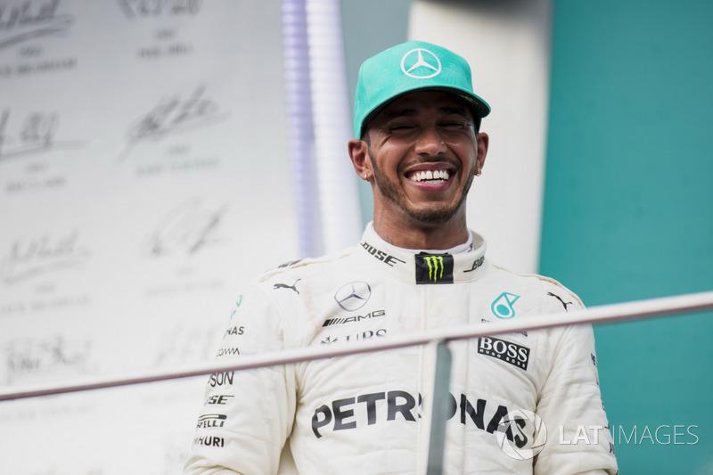 Lewis Hamilton foi o segundo, aumentando a diferença na ponta sobre Vettel: 34 pontos.