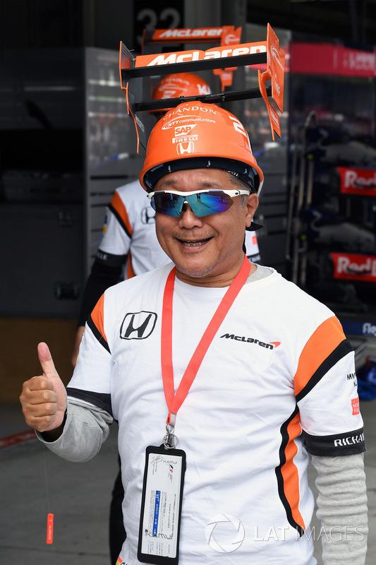 McLaren fan and hat