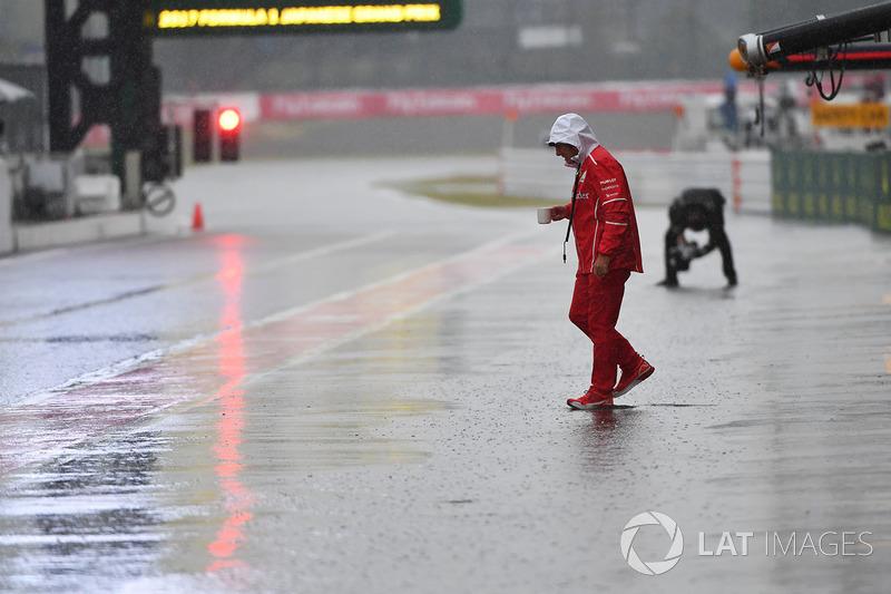 Jock Clear, Ferrari Şef Mühendisi, Pit yolunda yağış