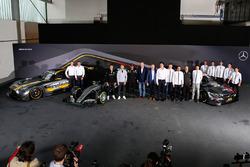 Gruppenfoto mit allen Mercedes-Fahrern
