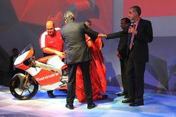 Anand Mahindra, Vorsitzender Mahindra Group; Pawan Goenka, Geschäftsführe Mahindra & Mahindra, Ruzbeh Irani, Vorsitzender Mahindra Racing und Mufaddal Choonia, Mahindra Racing SPA CEO