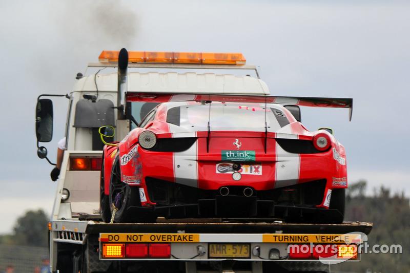 Beschädigter #49 Vicious Rumour Racing Ferrari 458 Italia GT3: Tony Defelice, Andrea Montermini, Ben
