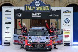Second place Hayden Paddon, John Kennard, Hyundai Motorsport