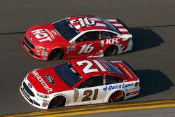 Trevor Bayne, Roush Fenway Racing Ford, et Greg Biffle, Roush Fenway Racing Ford