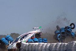 Incidente per la Dream Racing Lamborghini Huracan GT3 #28: Lawrence DeGeorge, Paolo Ruberti, Cedric Sbirrazzuoli