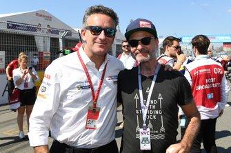 Alejandro Agag, CEO, Formula E con el actor Fisher Stevens