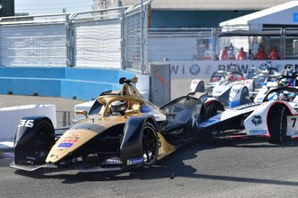 Crash: Andre Lotterer, DS TECHEETAH, DS E-Tense FE19, Jose Maria Lopez, Dragon Racing, Penske EV-3